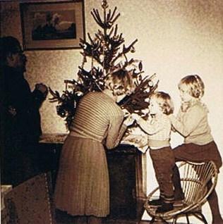 ballen ophangen in de kerstboom