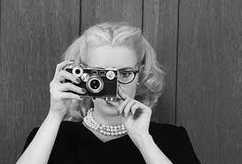 dame fotografeert