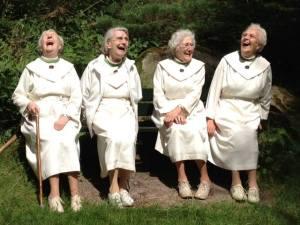 lachende nonnen  zusters augustinessen van santa monica