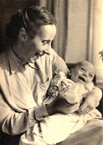 als baby met zijn moeder