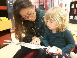 Boekje lezen met tante Tamara